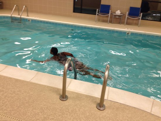 TownePlace Suites Nashville Airport : Love the pool. Lots of swim room