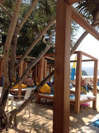 Bimi Beach Club: day beds