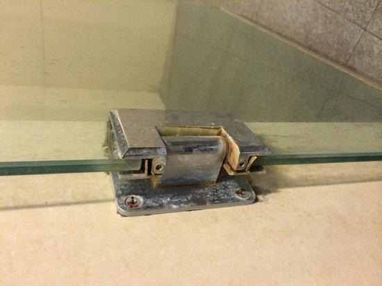 AVANI Bentota Resort & Spa: Not so amazing impressions from the bathroom in 2014.