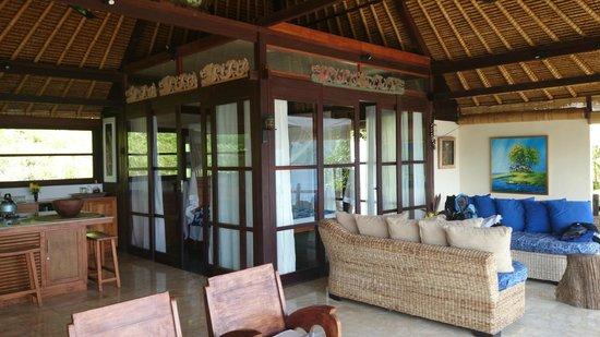 Bloo Lagoon Village: Bedroom with glass walls and curtains for 360 degree view of nature