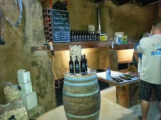 Sol y Barro: Inside his tasting cottage