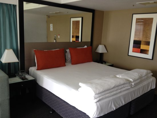 Vibe Hotel Gold Coast: King sized bed