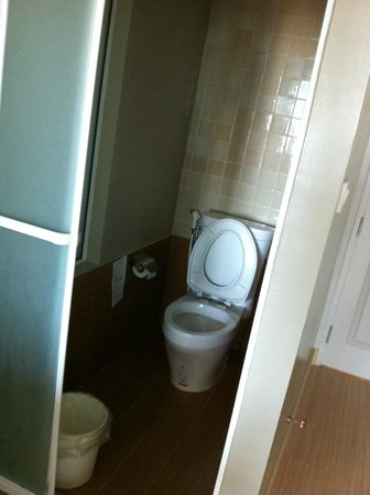 MANATHAI Hua Hin: Stand Alone Toilet