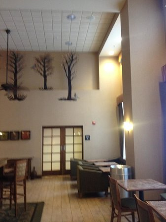 Hampton Inn & Suites Fairbanks: Lobby area