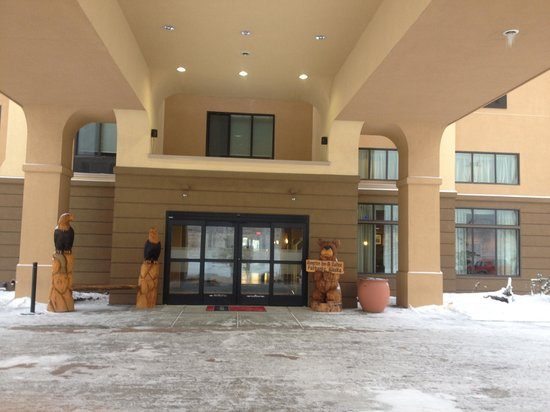 Hampton Inn & Suites Fairbanks: Entrance