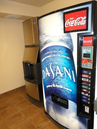Hampton Inn & Suites Fairbanks: vending machines