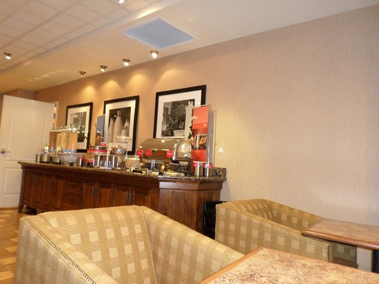 Hampton Inn & Suites Fairbanks: breakfast room