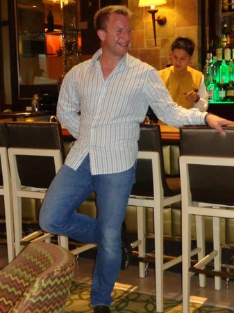 Taal Vista Hotel: lobby Bar!!!