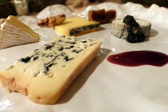 Cheeses at Qui Plume la Lune