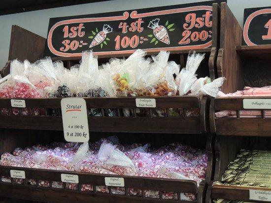Gamla Stans Polkagriskokeri: More homemade candy
