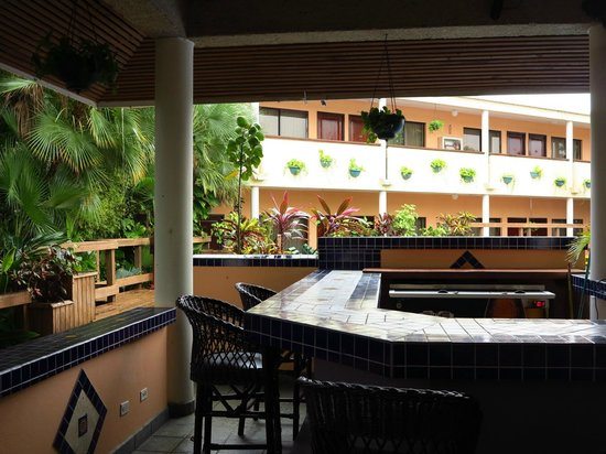 Best Western Plus Belize Biltmore Plaza: Bar