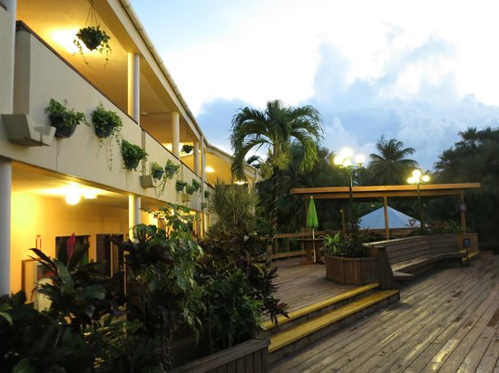 Best Western Belize Biltmore Plaza: Building