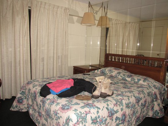 Oak Square at Gatlinburg: Bedroom
