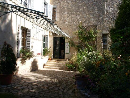 Maison Lansyer entry