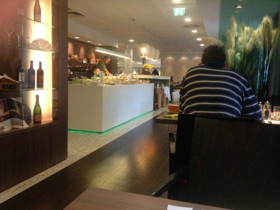 ibis Styles Linz: Breakfast area