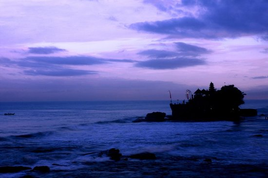Pan Pacific Nirwana Bali Resort: Tanah Lot temple in the distance very early in the morning