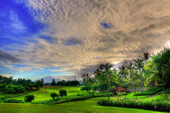 Pan Pacific Nirwana Bali Resort: The golf course and a mountain in the distance.
