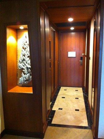 Davis Bangkok: Entrance