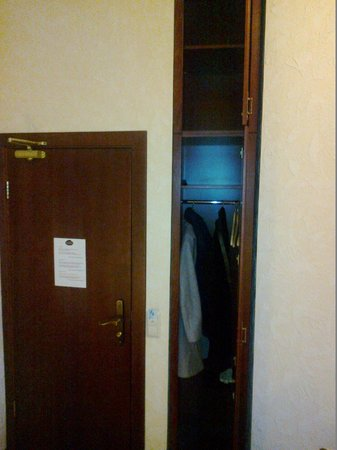 Hotel Monte Kristo: My narrow closet again