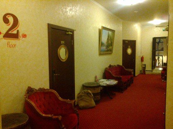 Hotel Monte Kristo: 2nd floor corridor