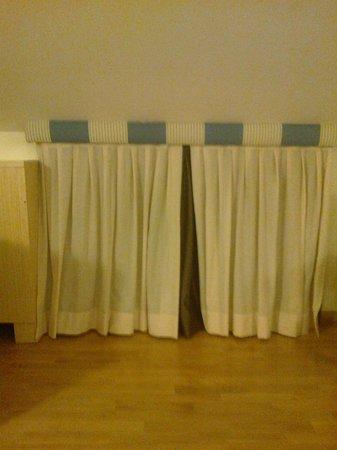 "Virgilio Grand Hotel : Mansarda: ""altezza"" minima e piccolo vasistas"