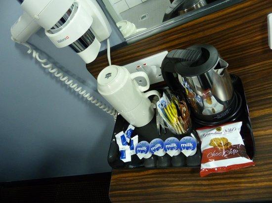 Angus Hotel: Coffee and Tea facilities