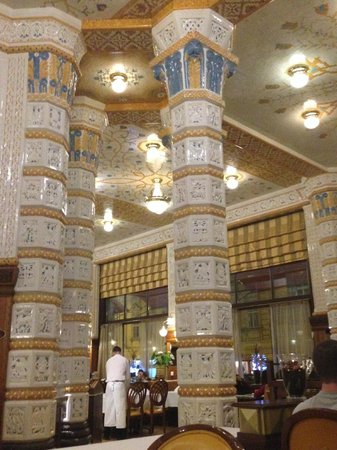Art Deco Hotel Imperial : Marble walls in Restaurant
