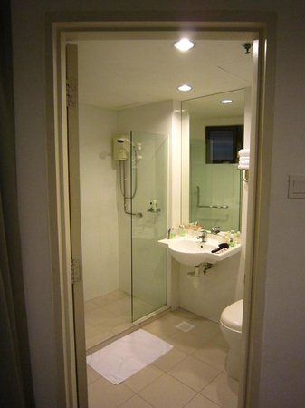 YMCA One Orchard: Bathroom