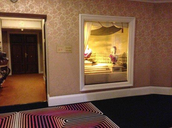 Hotel Negresco: art display at one of the floors