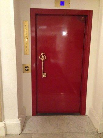 Hotel Negresco: elevator