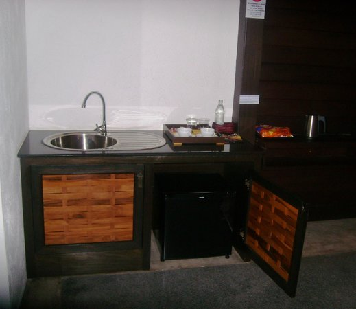 De Lanna Hotel, Chiang Mai: Kitchenette amenities.