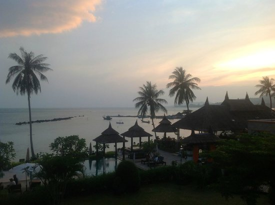 Samaya Bura: Вид с балкона, закат
