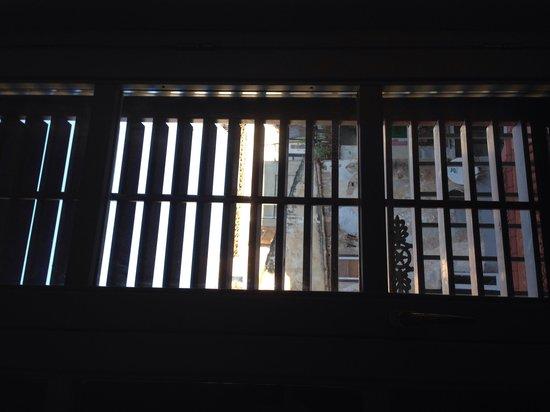 Grand Hotel Piazza Borsa: balcon de la habitacion