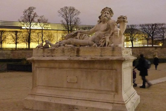 Statues at jardin des tuileries picture of jardin des - Statues jardin des tuileries ...