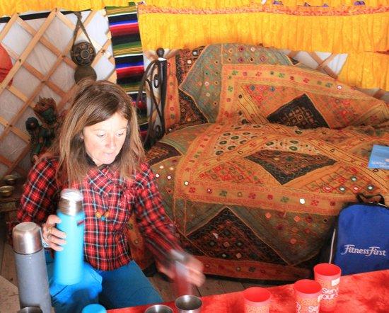 Raquettes et yourte : Pause thé dans la yourte