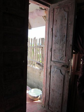 Posada Lamar: looking out the front door from inside Rubi