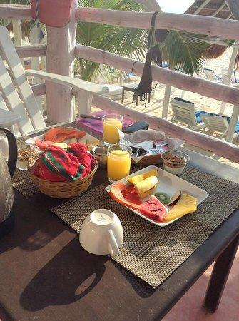 Posada Lamar: breakfast on the porch