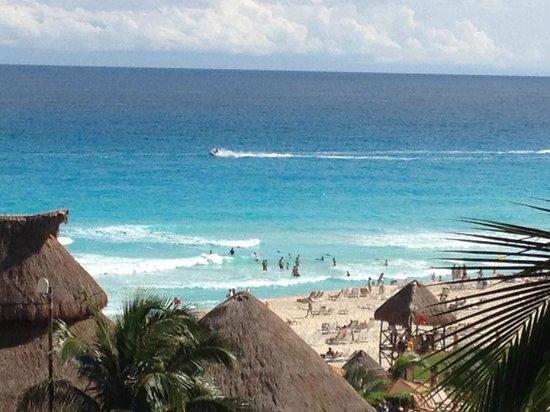 Fiesta Americana Condesa Cancun All Inclusive: Zoomed view of the beach