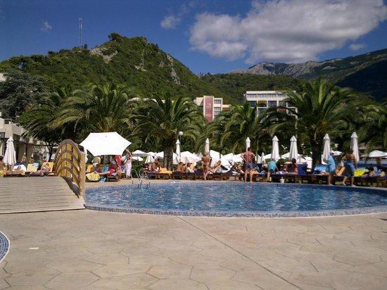 Iberostar Bellevue : Один из бассейнов