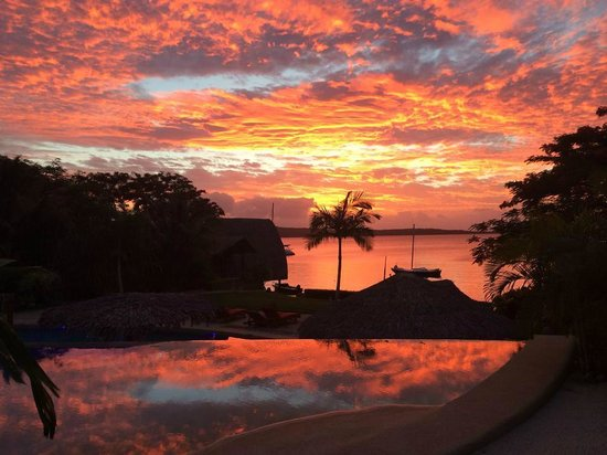 The Havannah, Vanuatu : Sun set from pool villa