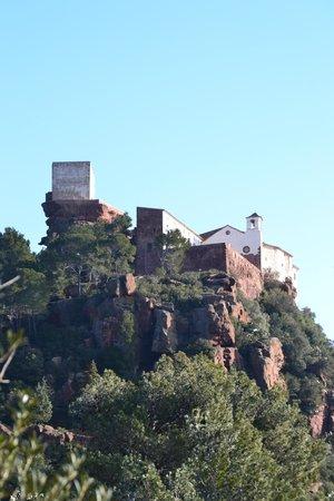 Ermita Mare De Deu De La Roca: Sobre arenisca y chumberas