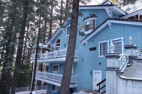 Yosemite's Scenic Wonders Vacation Rentals : The other side of the Chateau