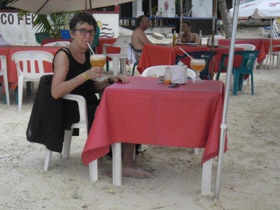 Hotel Las Brisas del Pacifico: eten op het stran