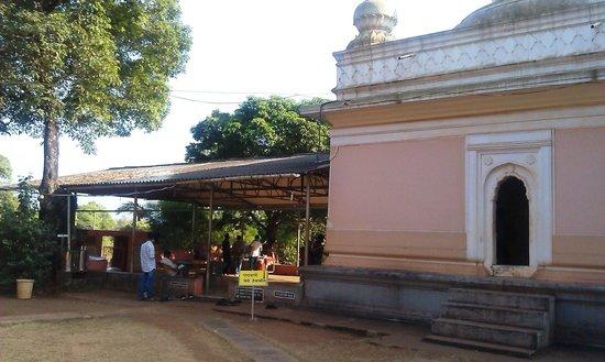 Anjarle Beach : Kadyacha Ganapati (Ganesh Temple)