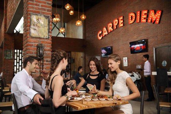 Romeos Bar & Grillery