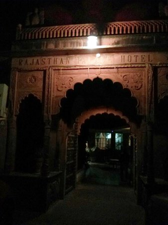Rajasthan Palace Hotel: The entrance