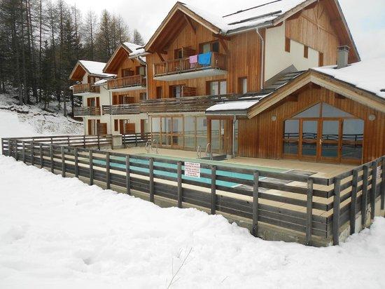 Les Orres, فرنسا: résidence la combe d'or et sa piscine extérieure