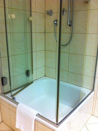 Novum Hotel Madison Dusseldorf Hauptbahnhof: bathroom