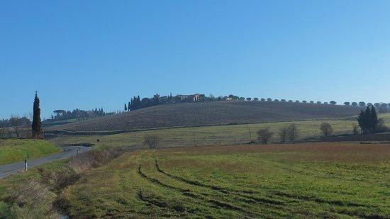 Borgo Tre rose- vista dalla strada