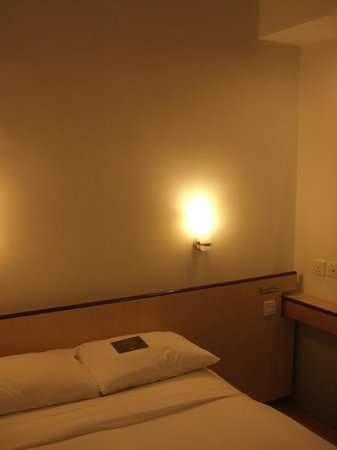Ibis Hong Kong North Point: Limited size bed